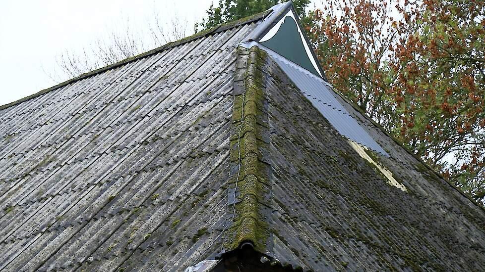 Dak met asbestplaten