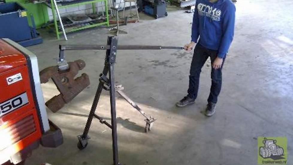Aoc Terra Groningen : Handig hulpmiddel voor het wisselen van frontgewichten akkerwijzer